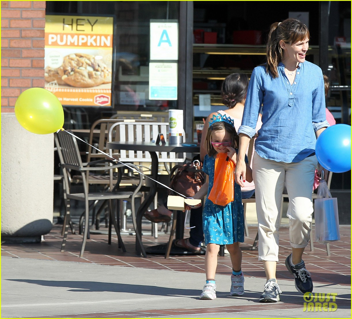 jennifer garner brentwood birthday party with seraphina 08