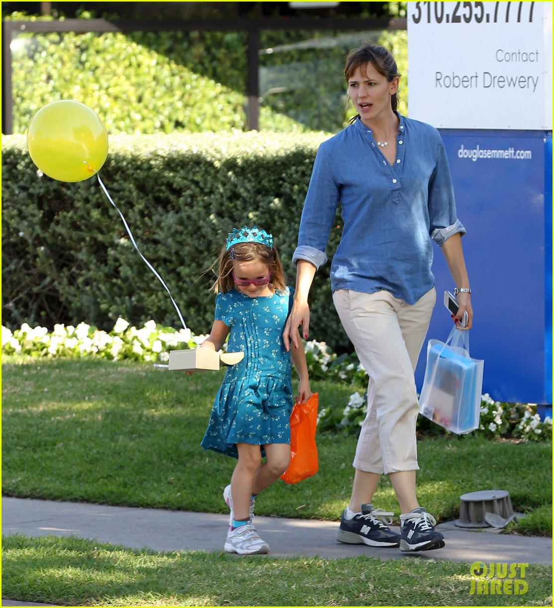 jennifer garner brentwood birthday party with seraphina 132975825