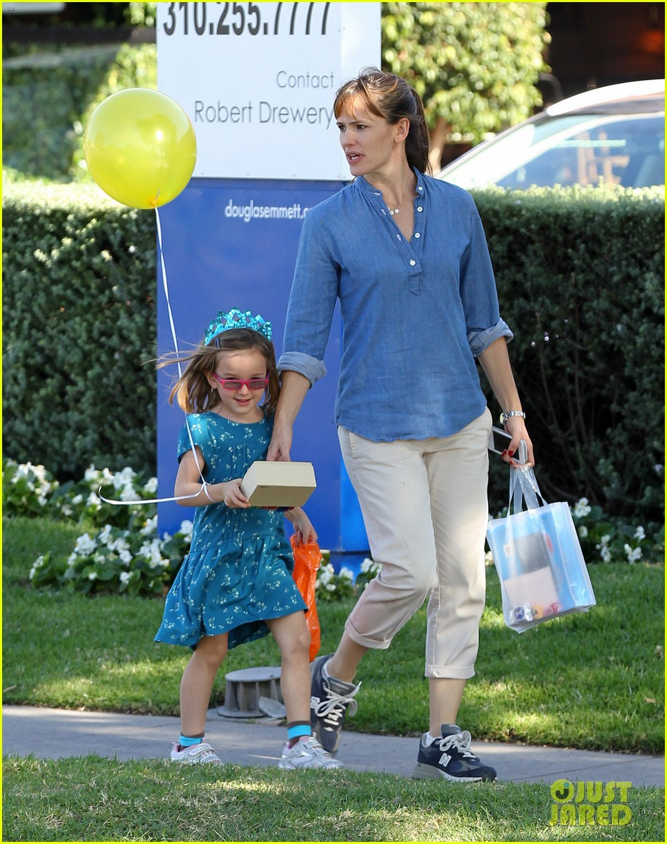 jennifer garner brentwood birthday party with seraphina 172975829