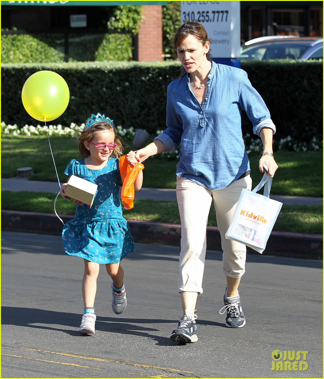 jennifer garner brentwood birthday party with seraphina 18