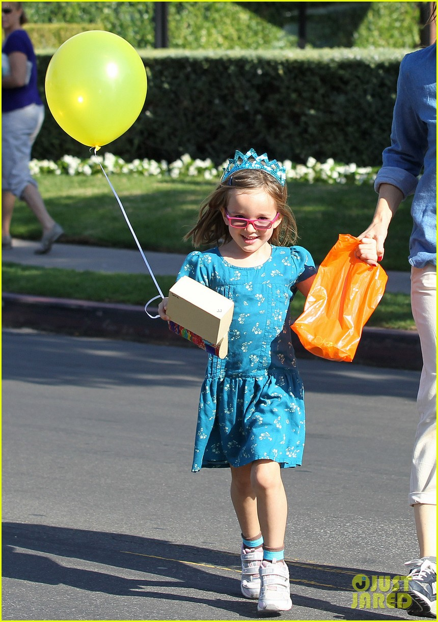 jennifer garner brentwood birthday party with seraphina 20