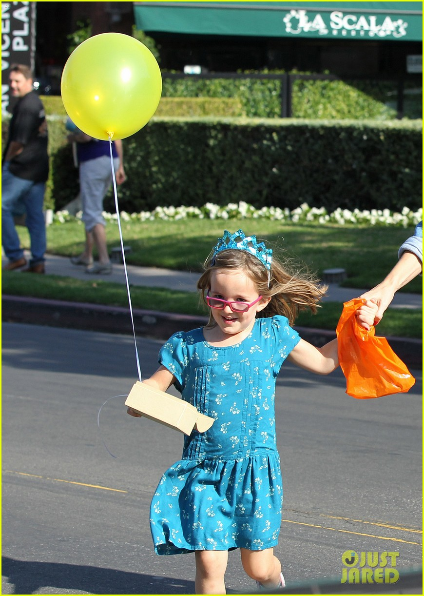 jennifer garner brentwood birthday party with seraphina 21