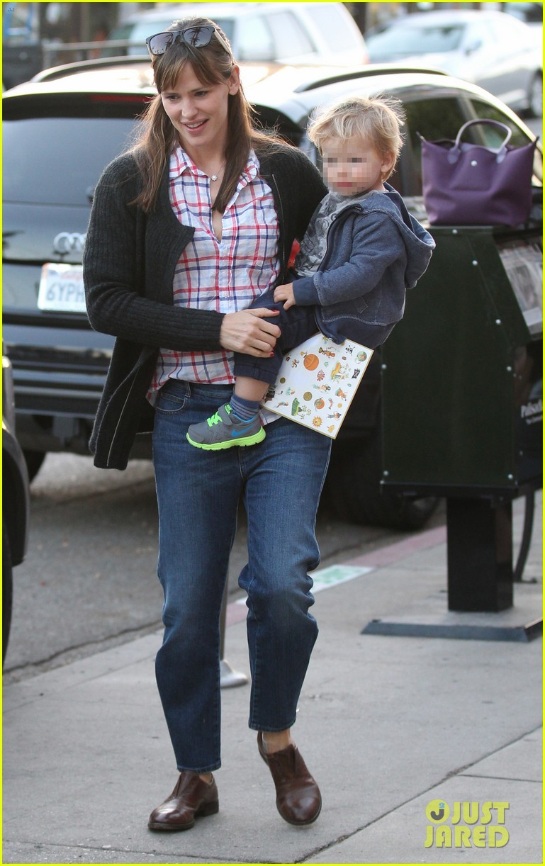 jennifer garner brentwood birthday party with seraphina 32