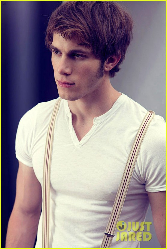 blake-jenner-bello-october-2013-feature-02 Blake Jenner dans Films series - News de tournage