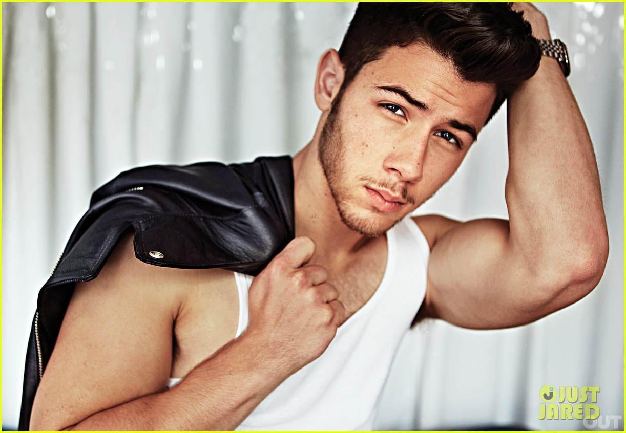 nick jonas shows off huge muscles for jonas brothers out feature 012963943
