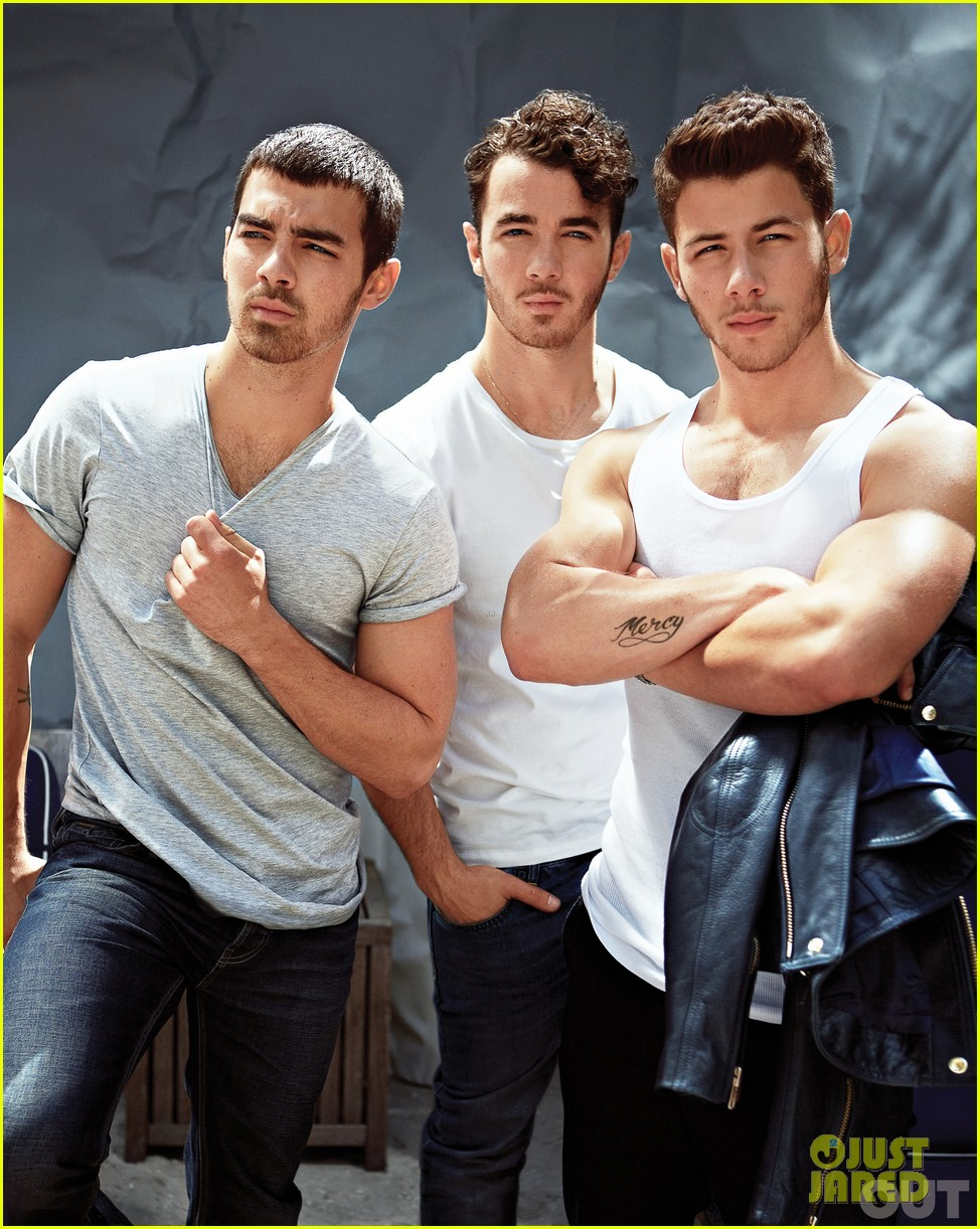 nick jonas shows off huge muscles for jonas brothers out feature 02