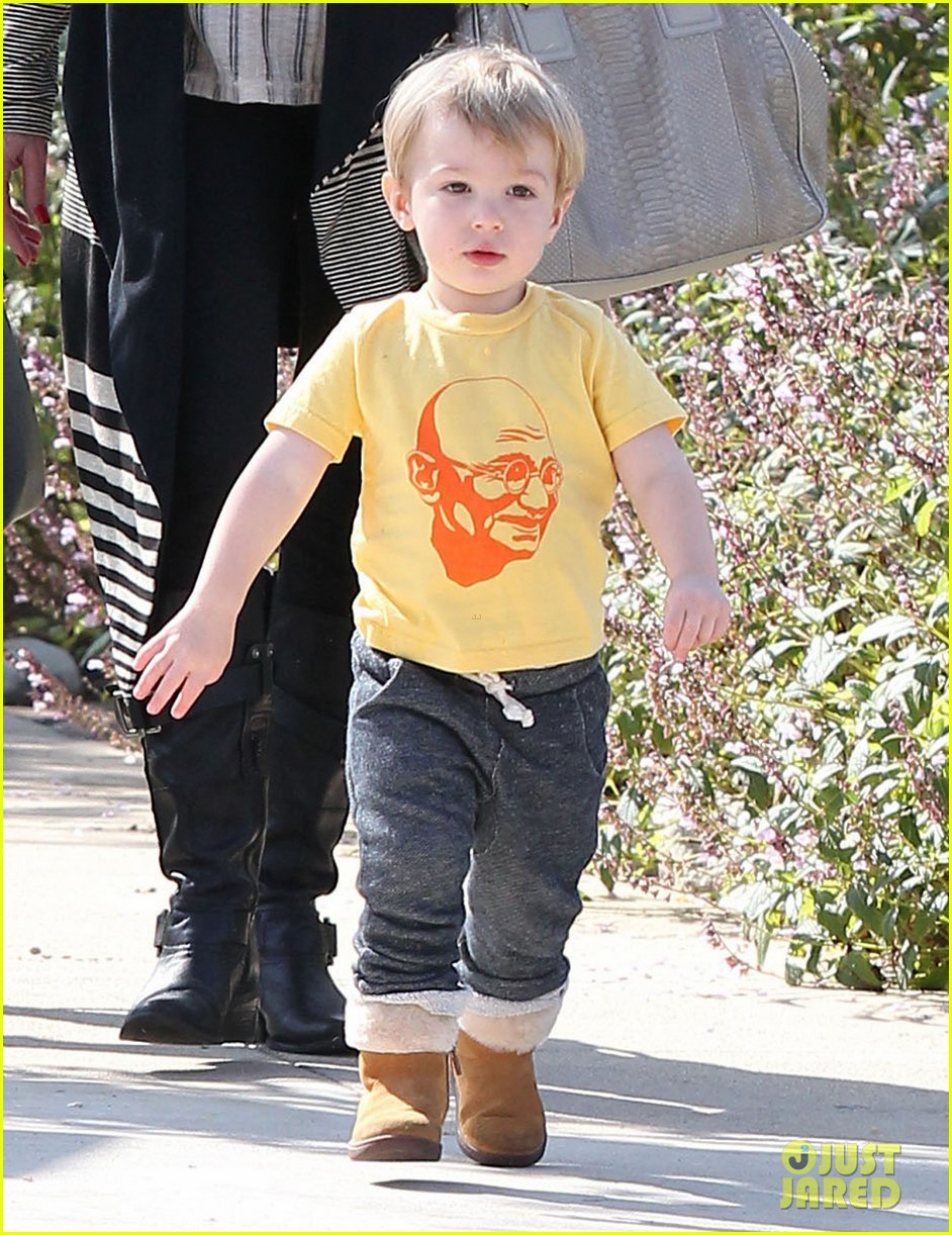 january jones gets in quality time with her son xander 022977671