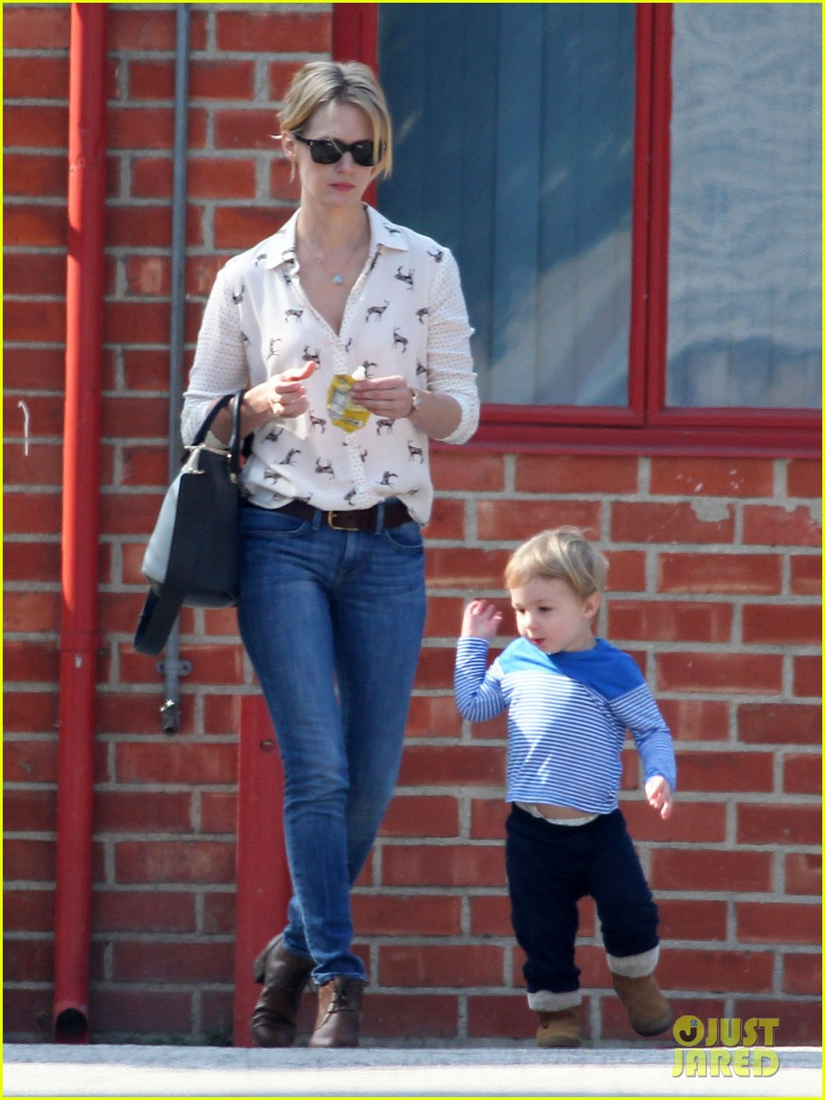 january jones gets in quality time with her son xander 07