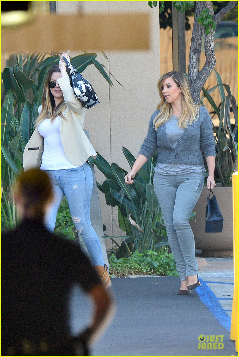 kim kardashian happy meeting with kourtney khloe 03