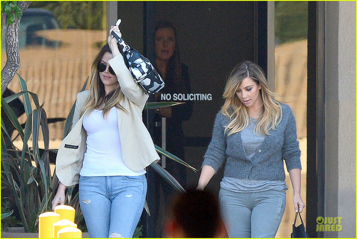 kim kardashian happy meeting with kourtney khloe 152968557
