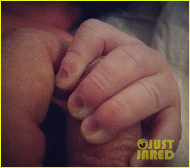 jaime king kyle newman welcome baby 01