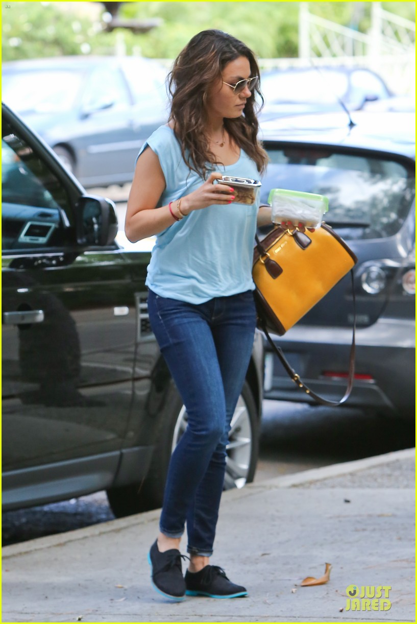 mila kunis i would move to chicago if you take away winter 032970000