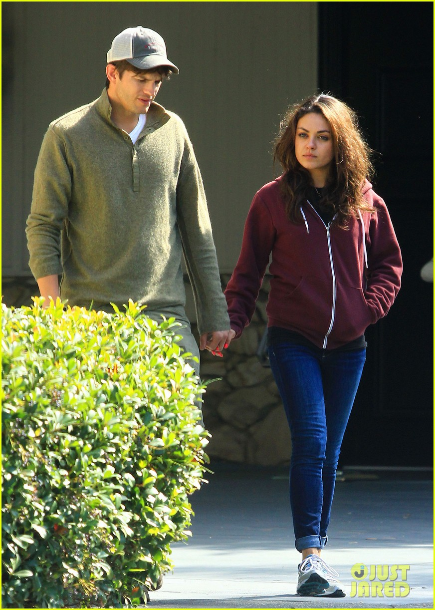 ashton kutchers opens car door for mila kunis 192971390