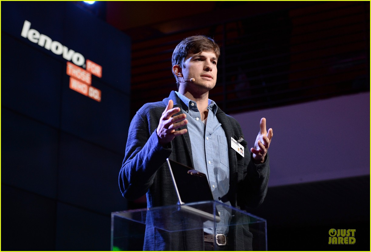 ashton kutcher lenovo product engineer at yoga tablet launch 07