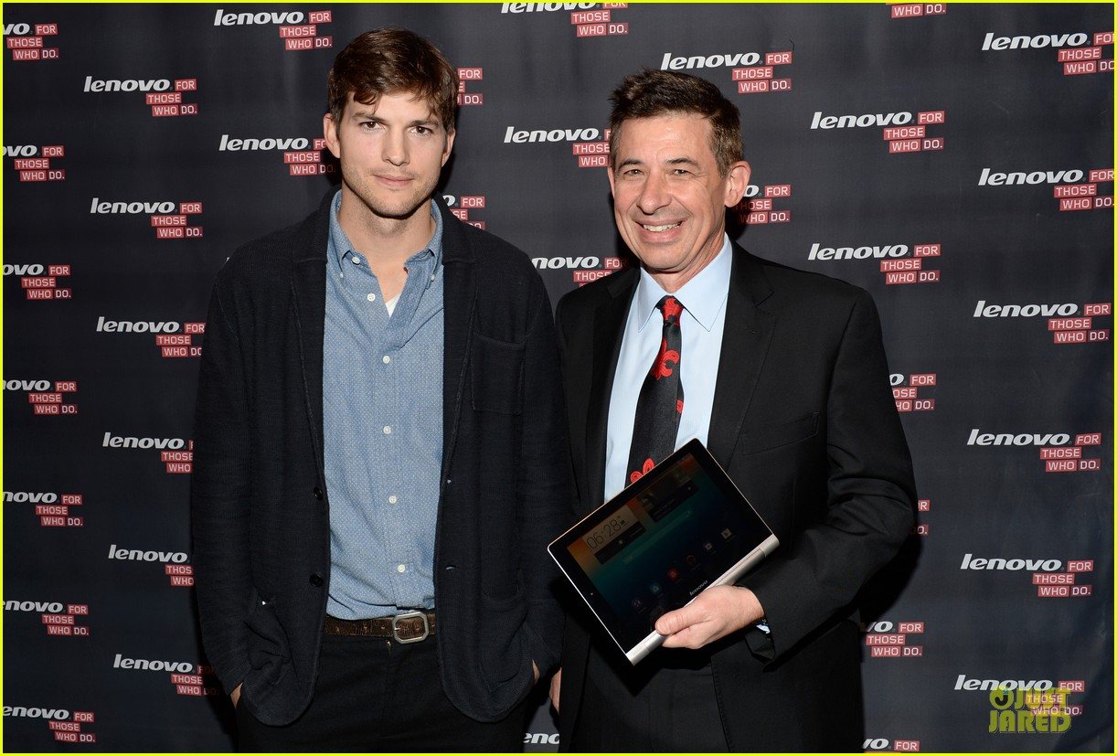 ashton kutcher lenovo product engineer at yoga tablet launch 12