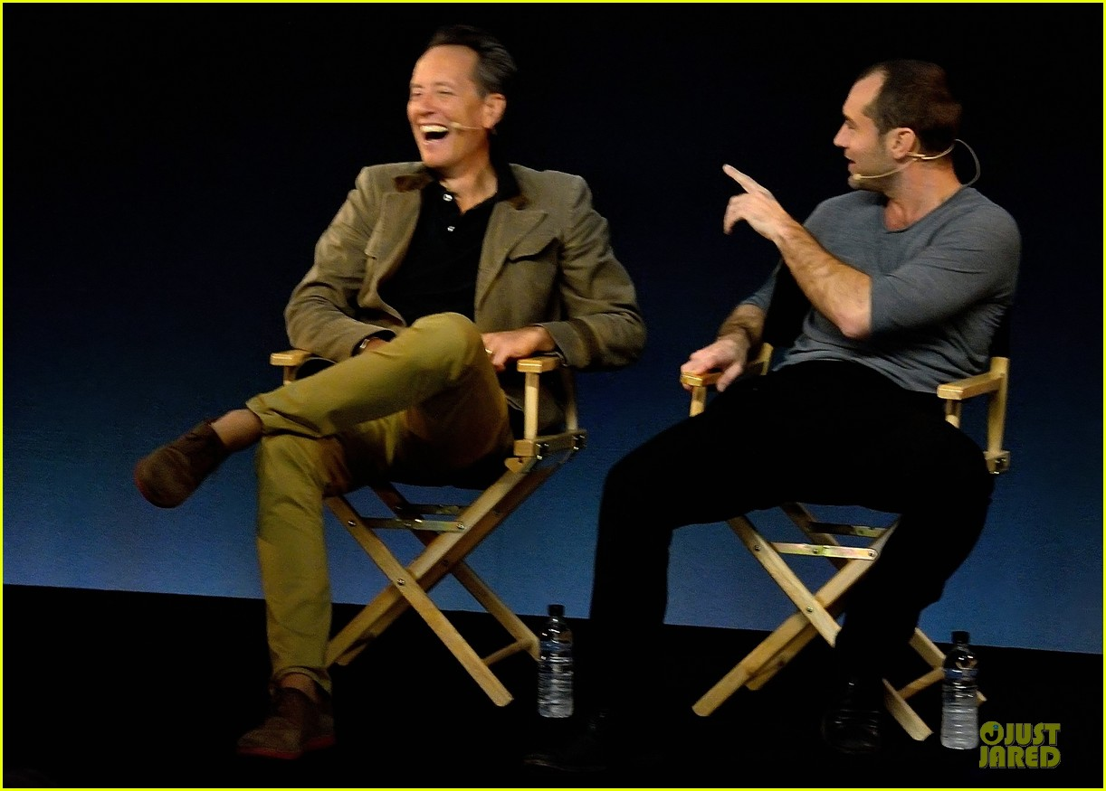 jude law richard e grant dom hemingway promo at apple 062969205