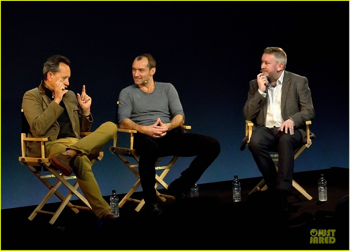 jude law richard e grant dom hemingway promo at apple 082969207