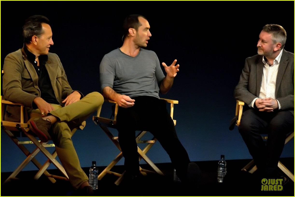 jude law richard e grant dom hemingway promo at apple 09