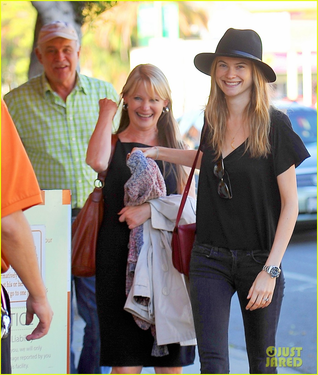 adam levine grabs lunch with behati prinsloo her parents 02