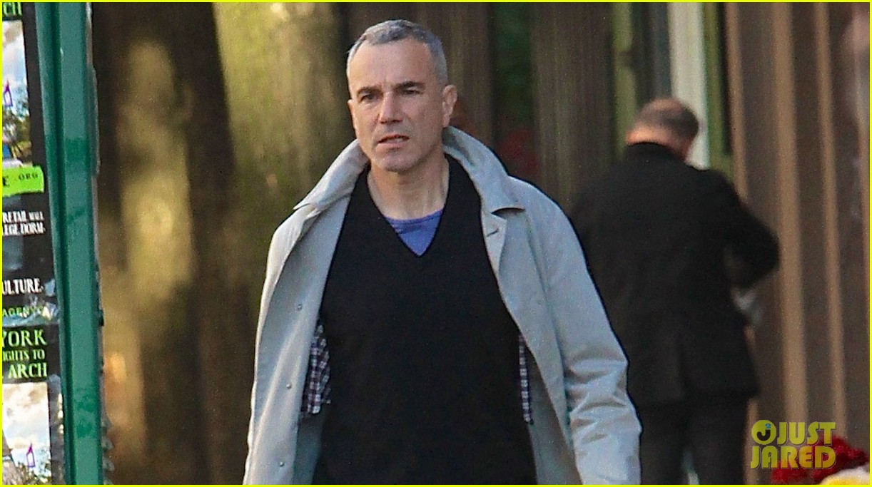 daniel day lewis strolls solo in the east village 022976923