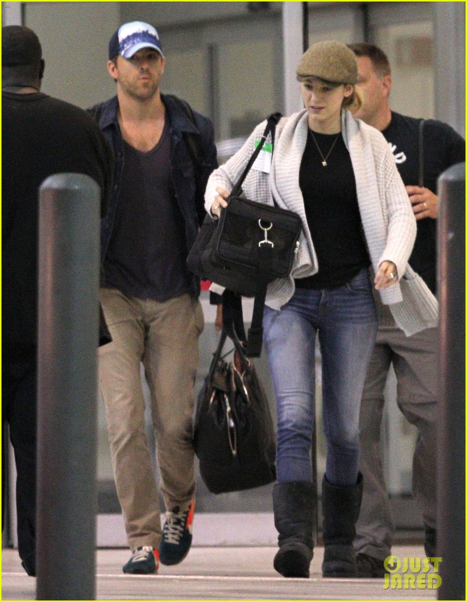 blake lively ryan reynolds touch down in new orleans 13