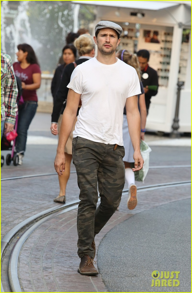 matt dallas post birthday shopping trip 04