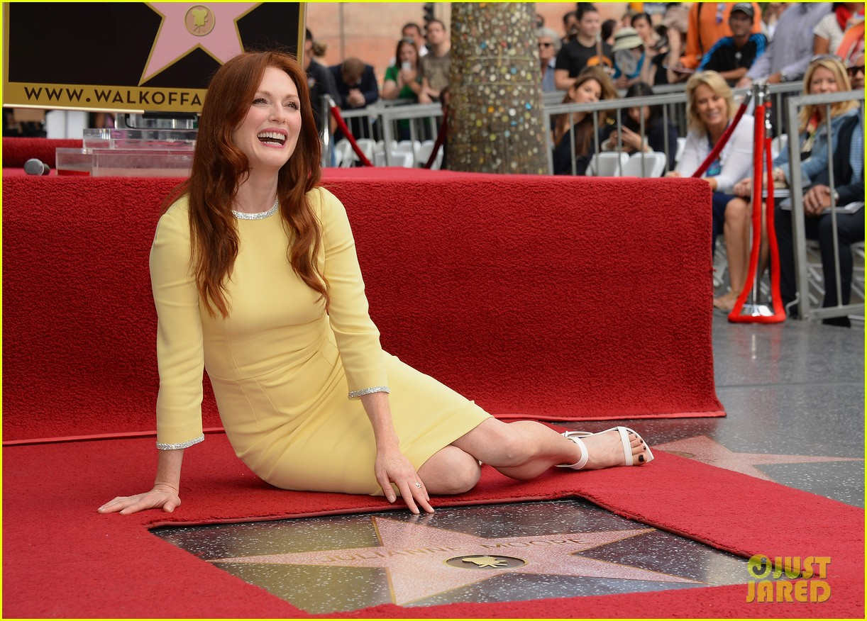 julianne moore hollywood walk of fame ceremony 082965327