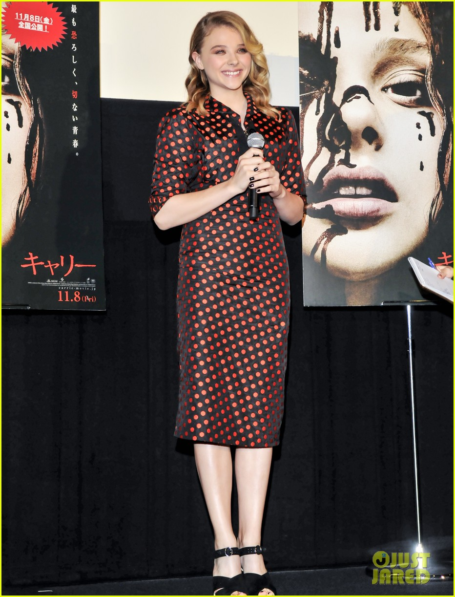chloe moretz carrie tokyo stage greeting 112977567