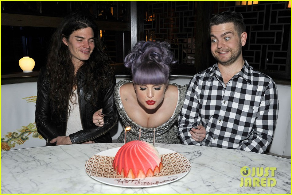 kelly osbourne celebrates birthday amid lady gaga feud 062981878