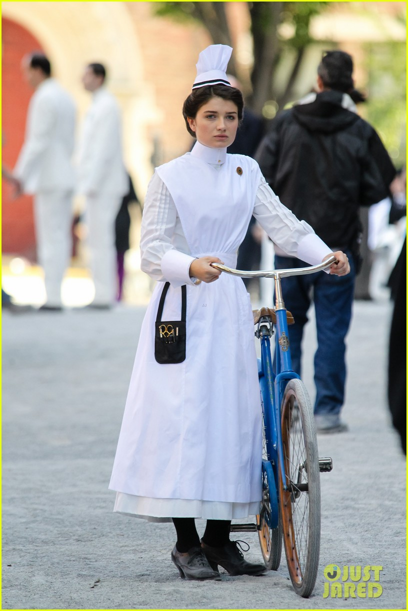 clive owen eve hewson film the knick in period outfits 01