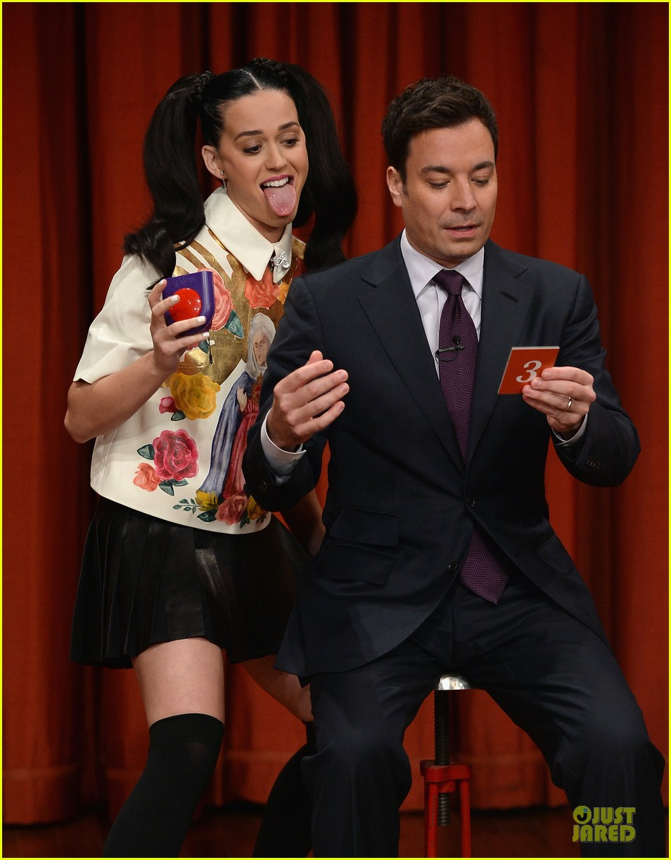 katy perry sticks out tongue for taboo on fallon 04