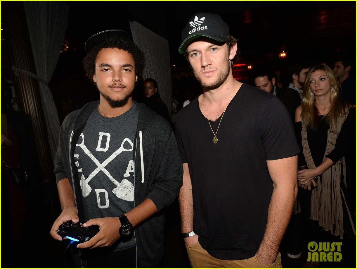 alex pettyfer emile hirsch assassinss creed iv black flag launch party 02