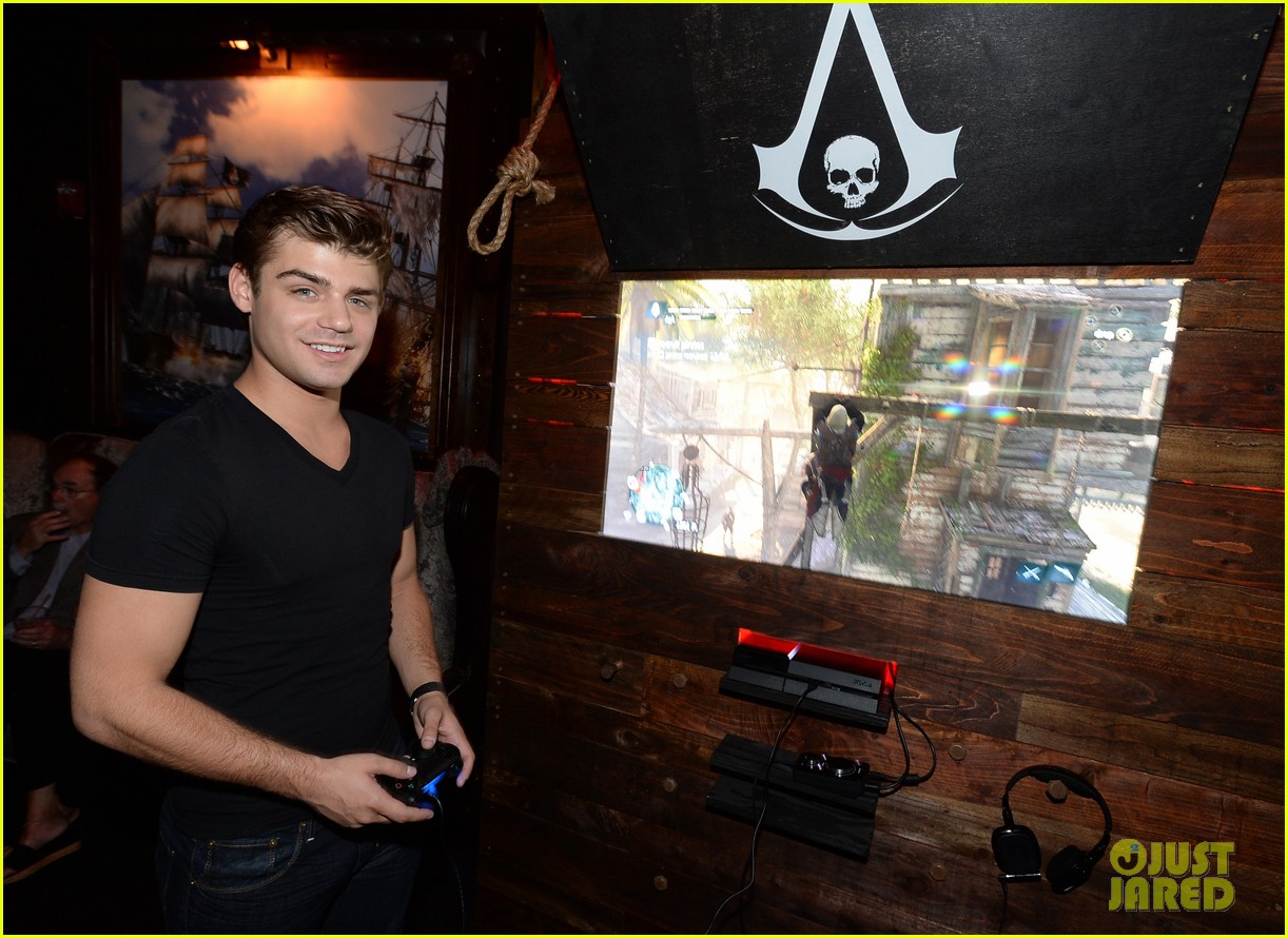 alex pettyfer emile hirsch assassinss creed iv black flag launch party 25