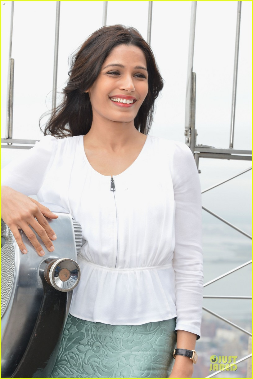 freida pinto seductively covers vogue india october 2013 092969757