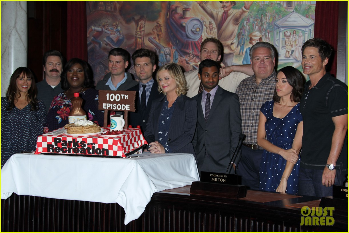amy poehler parks recreation 100th episode celebration 14