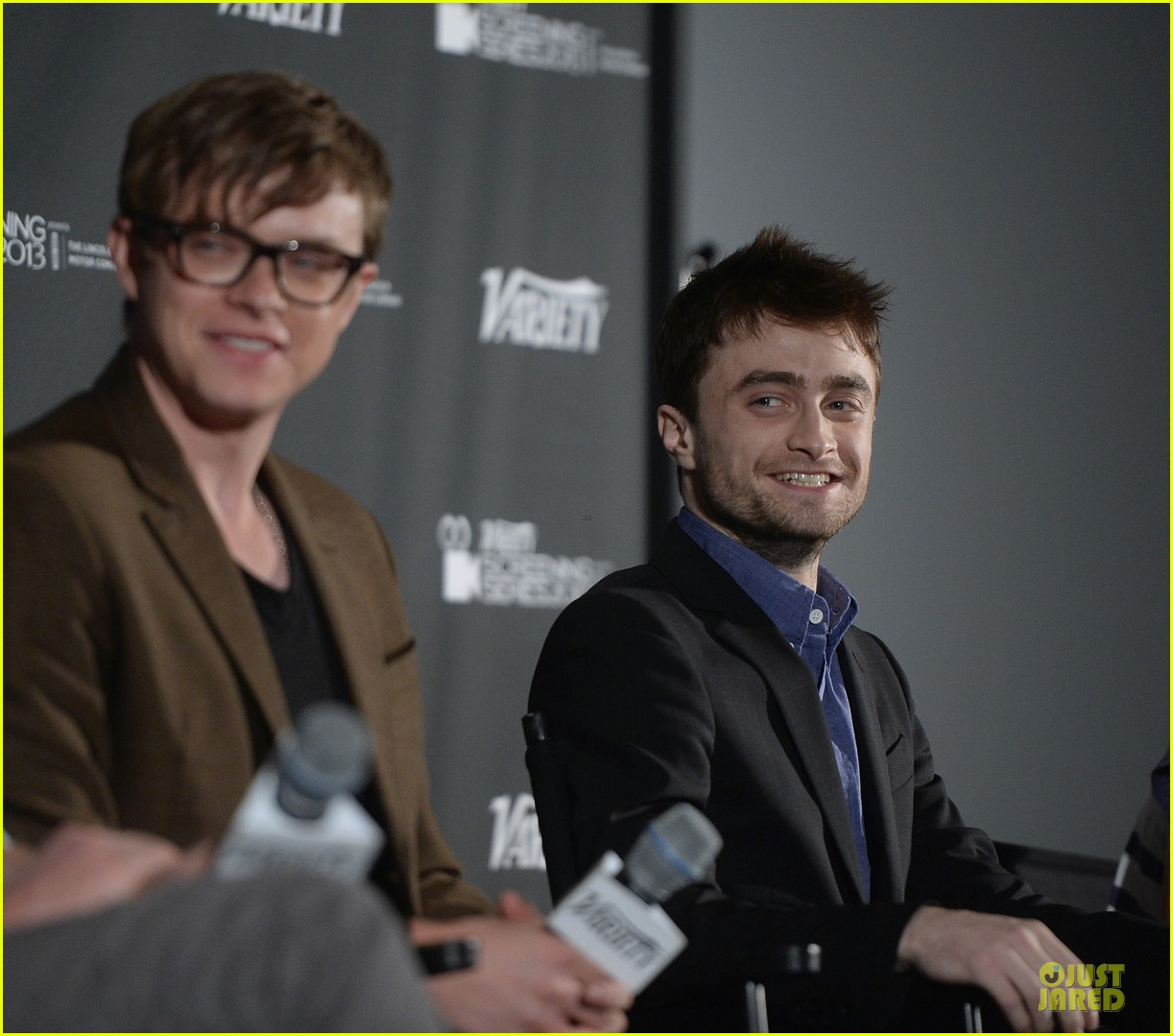 daniel radcliffe im comfortable with being naked 082967183