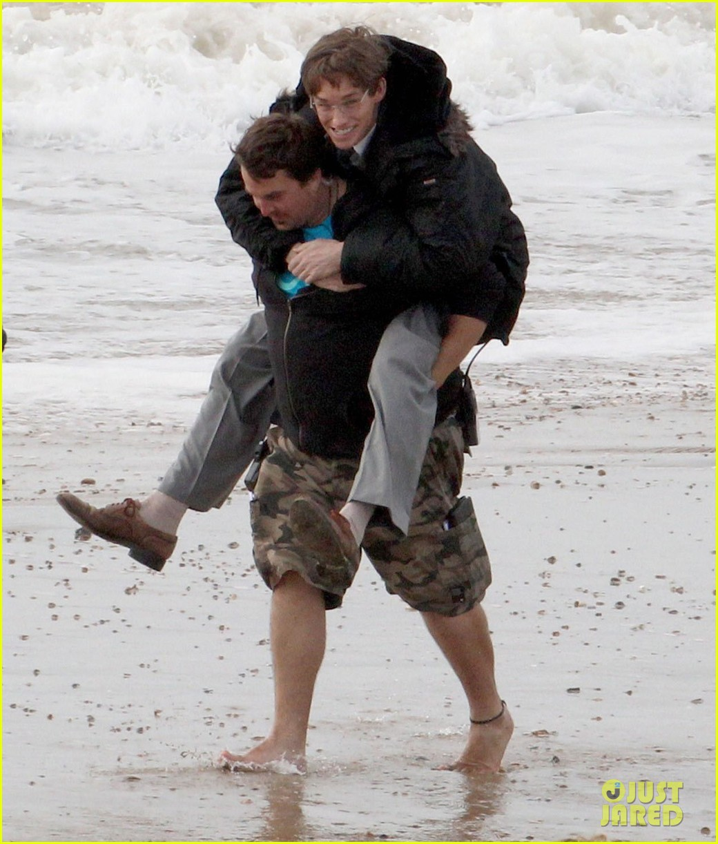 eddie redmayne gets piggy back ride on set 082975419