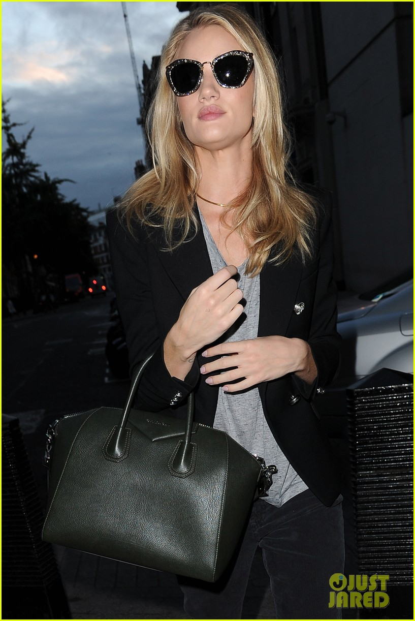 rosie huntington whiteley i dont feel like a sex symbol 062974382