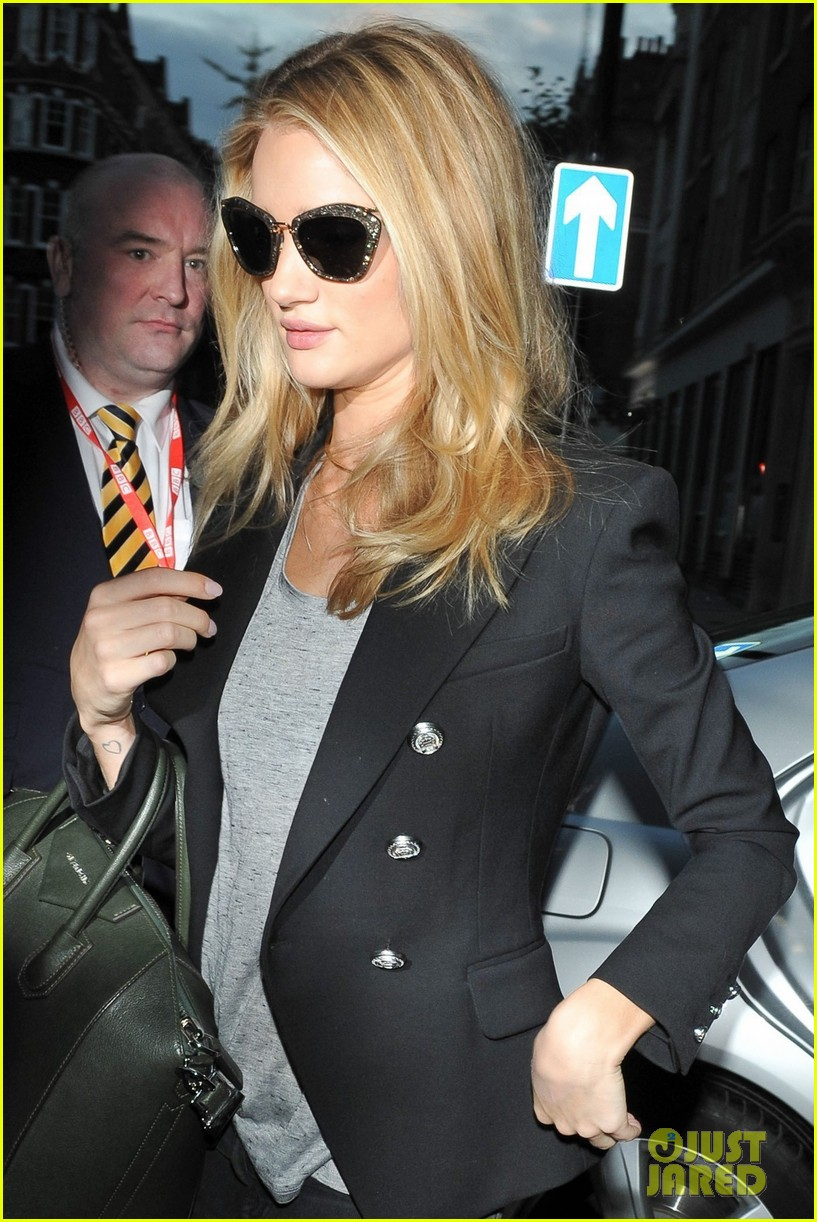 rosie huntington whiteley i dont feel like a sex symbol 13