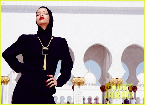 rihanna asked to leave abu dahbi mosque after photo shoot 09