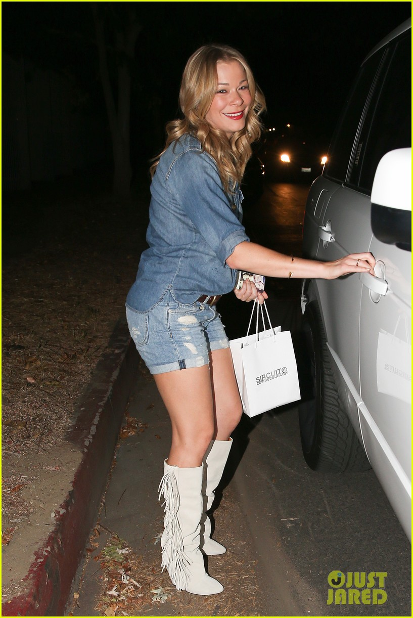 leann rimes girls night out at oil can harrys 02