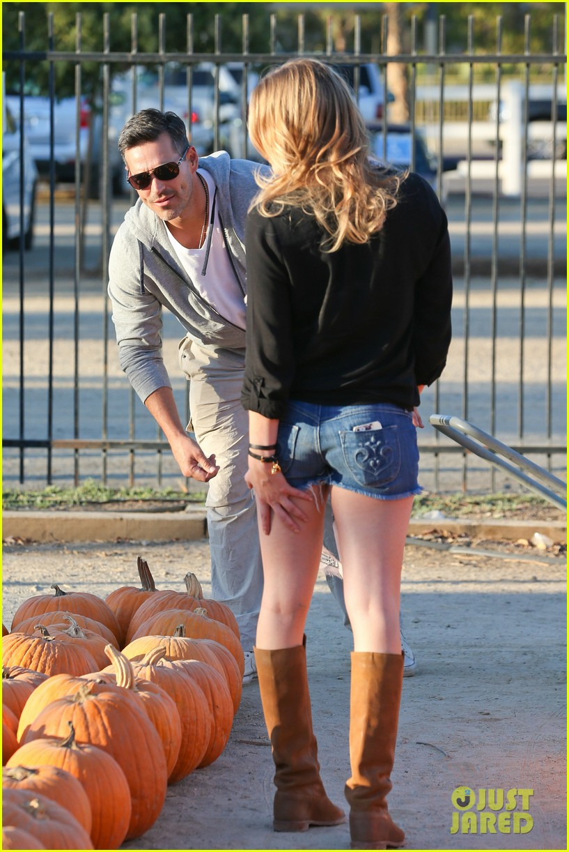 leann rimes eddie cibrian pumpkin picking pair 032974223
