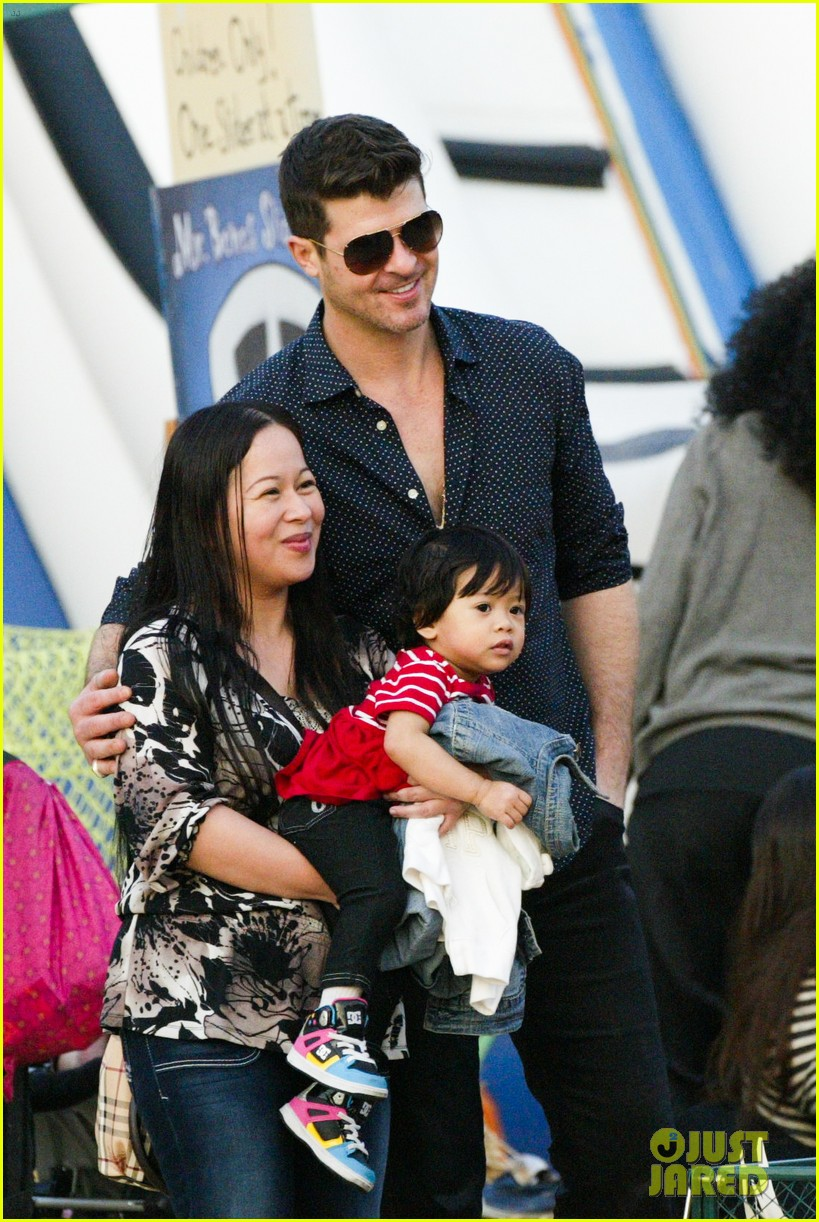 robin thicke paula patton smooches pumpkin patch 132980992