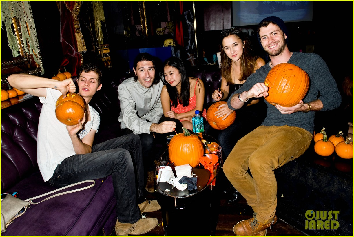 holland roden teen wolf cast just jared halloween party 2013 09