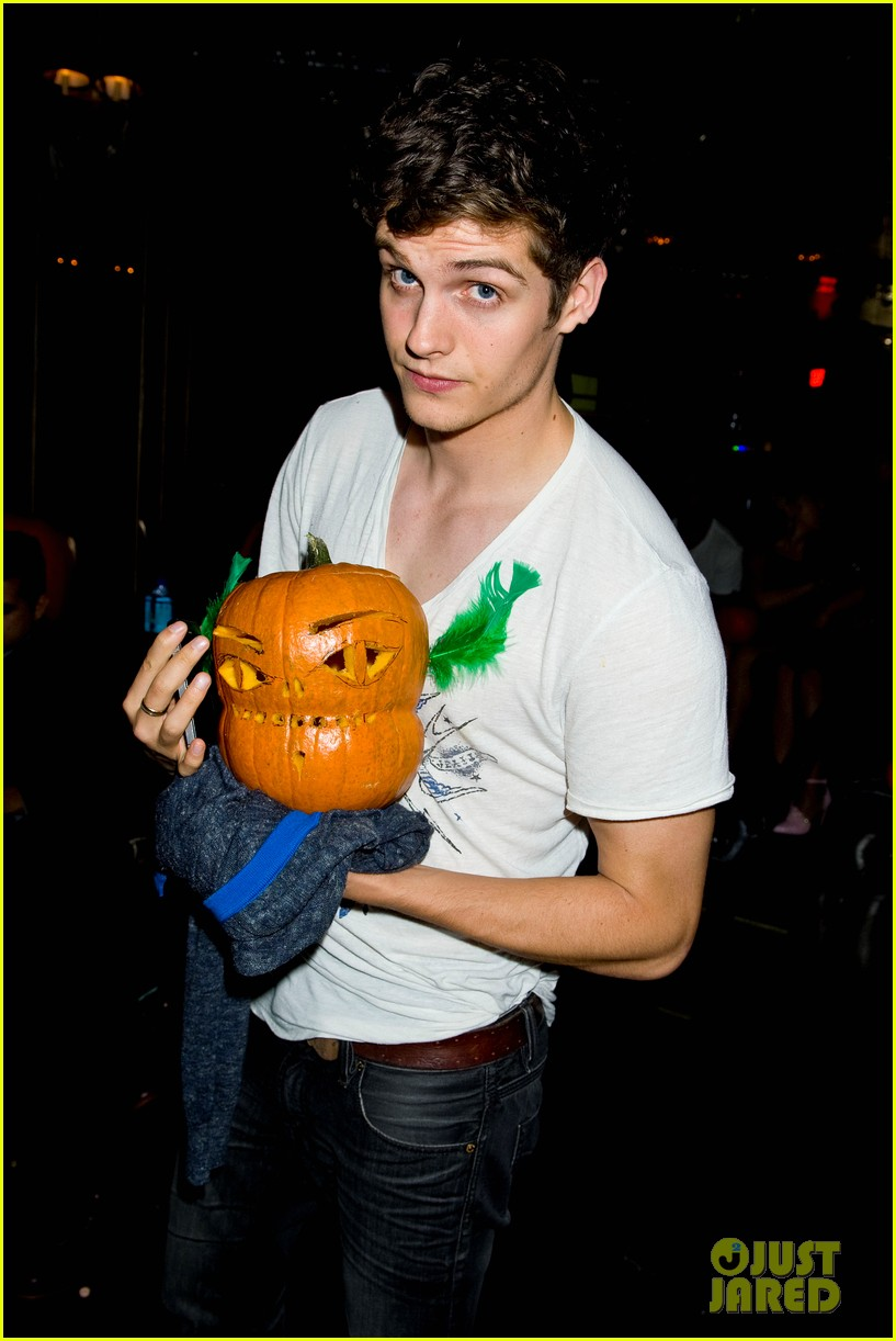 holland roden teen wolf cast just jared halloween party 2013 10