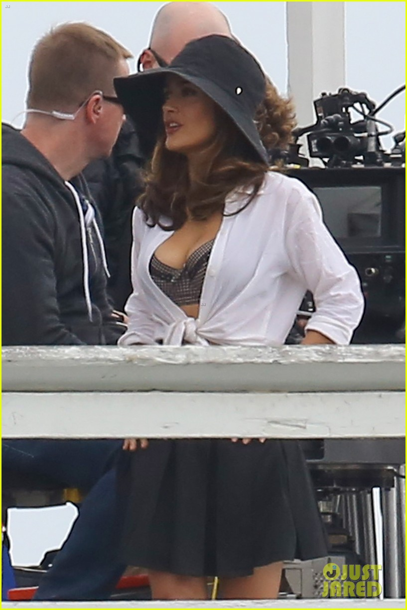 salma hayek bra reveal how to make love like englishman filming 432977807