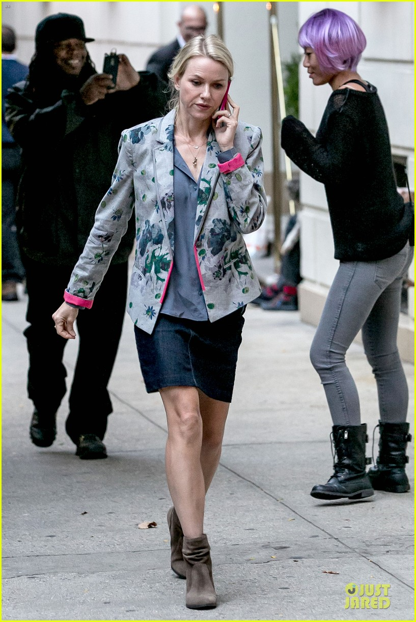 Amanda Seyfried & Naomi Watts: 'While We're Young' Cell Use! Amanda Seyfried