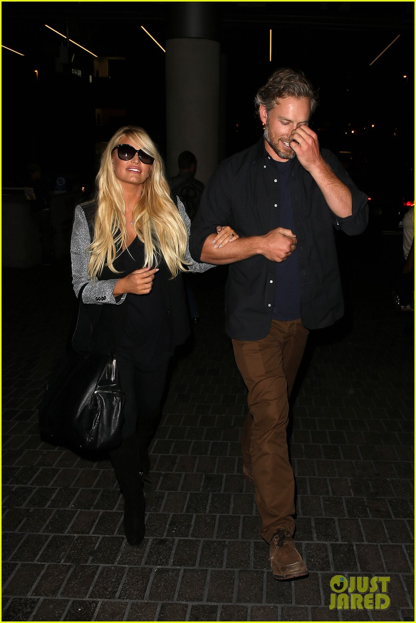 jessica simpson links arms with eric johnson at airport 032971800