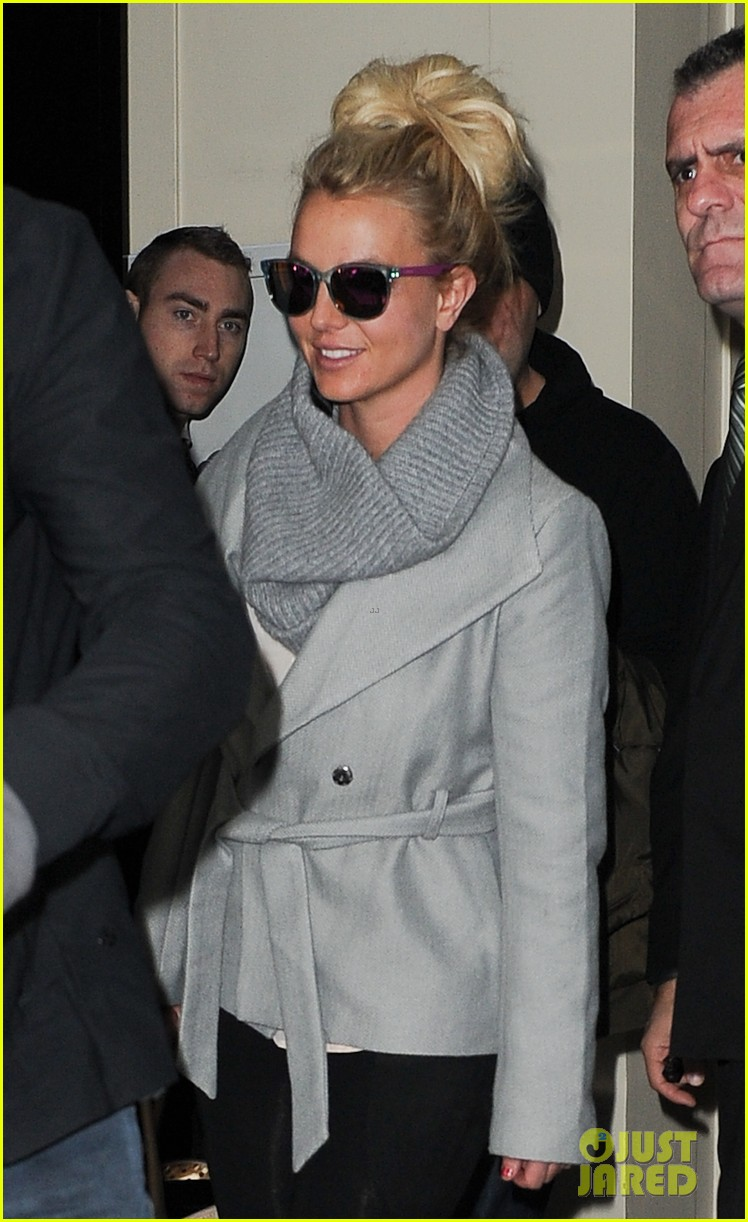 britney spears london exit after taping chatty man 05