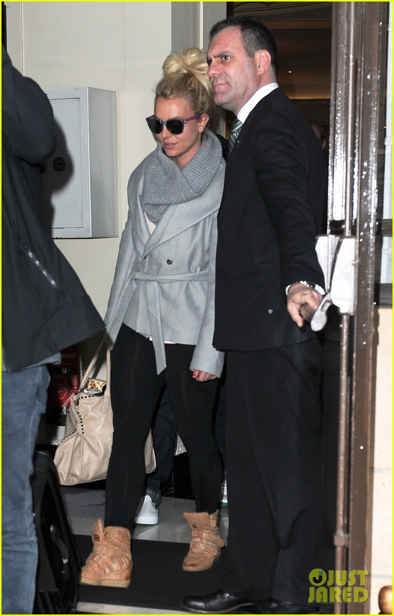 britney spears london exit after taping chatty man 09